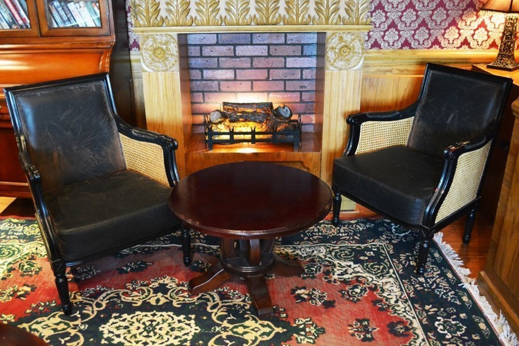 حانة شارلوك هولمز الإنجليزية فندق اريبيان كورتيارد فندق وسبا بر دبي