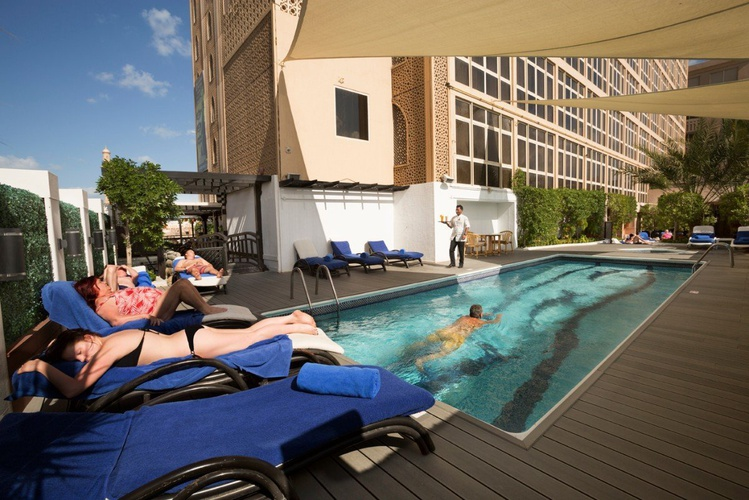 حمام سباحة فندق اريبيان كورتيارد فندق وسبا بر دبي